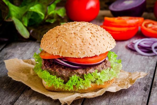 Burger shutterstock 256832194 01